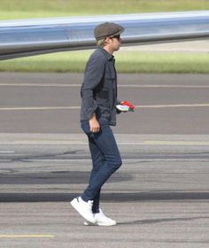Niall arriving in Finland (6/27/2015)