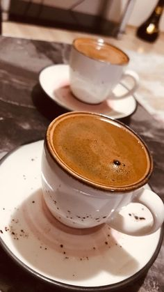 Discover recipes, home ideas, style inspiration and other ideas to try. Fruit Photography, Coffee Photography, Time Photography, Coffee Wine, Coffee Shop, Café Chocolate, Food Snapchat, Coffee Photos, Coffee Pictures