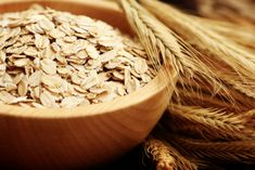 One of the questions we often get is Are Oats Paleo Friendly? We& put together a simple guide to oatmeal on a paleo diet, including paleo oats alternatives. Paleo Oats, Paleo Oatmeal, Homemade Oatmeal, Best Oatmeal, Paleo Diet, Cholesterol Lowering Foods, Cholesterol Symptoms, Cholesterol Levels, Low Calorie Snacks