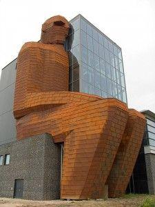 Een gebouw is ook een medium waarmee een museum communiceert naar en met zijn omgeving. Wederom een voorbeeld van Corpus.
