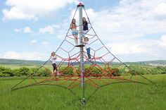 "HUCK ""SPIDER"" Rope Net Pyramid, 4m high, Art. 5000-4-4. HUCK ""SPIDER"" Seilnetzpyramide, 4 m hoch, Art. 5000-4-4."