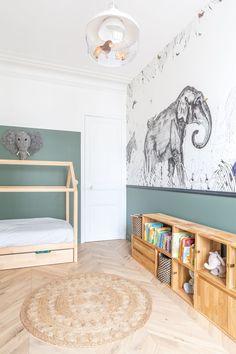 Neuilly sur Seine Wohnung ein Haussmannian modernisiert in Nuance Toddler Rooms, Baby Boy Rooms, Baby Bedroom, Baby Room Decor, Childrens Bedroom, White Bedroom, Kids Room Wallpaper, Girl Wallpaper, Kids Room Design