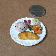 #銀ダラ #雑穀ごはん #かぼちゃの煮付け #焼売 #しば漬け #和食 #日本食 #silverdara #grilledfish #simmeredpumpkin #pumpkin #steamedmeatdumpling #tsukemono #washoku #japanesefood #yummy #yum  #handmade #claywork #miniature #fakefood