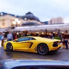 Beast in Casino Square! #lamborghini #aventador #yellow#casinosquare #montecarlo #monaco by @carolfeith por: landsverkmonaco