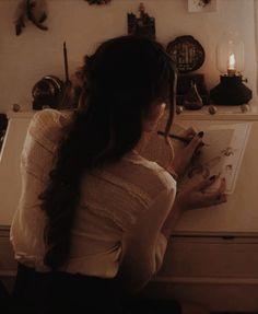 Tumblr Queen Aesthetic, Artist Aesthetic, Princess Aesthetic, Classy Aesthetic, Brown Aesthetic, Character Aesthetic, Aesthetic Vintage, Aesthetic Photo, Aesthetic Girl