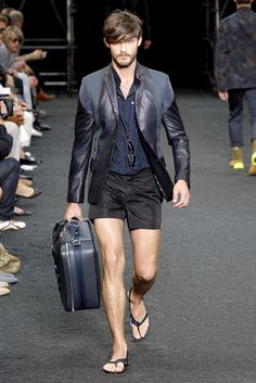 how on earth do you mix jacket, shorts and slippers? like the upper half a lot though