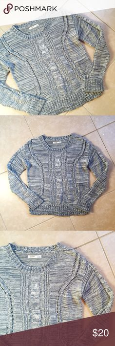 Old Navy • grey heathered cable knit sweater Lovely gray loose knit cable pullover sweater by Old Navy. Size M, excellent preowned condition. Old Navy Sweaters