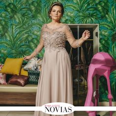 NOVIAS 55 Casa Roxana presenta un modelo que sigue los estándares de moda que se presentan esta temporada. #ModaMamás