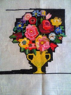 Vază cu flori brodat în punct cruciuliţă cu o singură faţă (Cross stitch) Cross Stitch, Wreaths, Halloween, Blog, Decor, Punto De Cruz, Dots, Decoration, Decorating