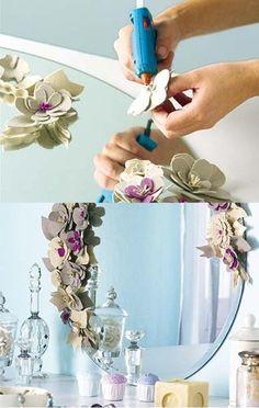 Espejo sin marco decorado con flores 2