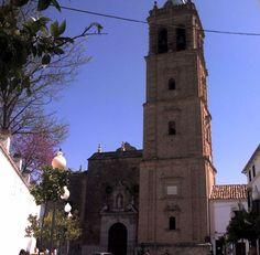 """#Cordoba - #Montilla - Iglesia de Santiago. 37°35'27"""" - 4°38'12"""".  Templo parroquial del s. XV-XVIII. Edificación de fachada neoclásica, restaurada en el s. XVIII. Retablos, imágenes manieristas y barrocas. Abierta en horario de culto."""