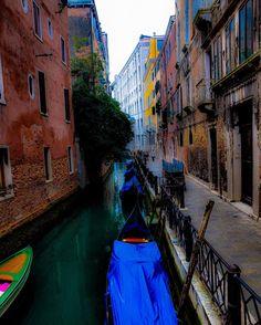 Before the Day Begins  #venezia #venice #italia #italy #wanderlust #travel #travelordie #travelphotography #seetheworld #europe #gratitude #gratefulfortheopportunity #dustysolesblog #letsgoitaly #letsgoeurope #travelandleisure