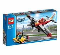 Lego City Stunt Plane. 60019 5-12 Yaş ve 140 parça. Ve işte karşında Stunt Plane…  Yangın var ve etrafa hızla yayılıyor! Kızgın alevler ile mücadelede Stunt Plane sana yeter. Haydi cesur itfaiyeci, Lego City Stunt Plane ile  artık bundan sonra yangın yok.  http://www.lego.gen.tr/lego-city-stunt-plane-60019-2/