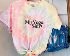 Yoga shirt, boho shirt, vegan clothing, be kind shirt, powered by plants, vegetarian shirt, vegan gift Pink Office Decor, Vegan Clothing, Vegan Gifts, Tie Dye, Vegetarian, Glamour, Yoga, Unique, Plants