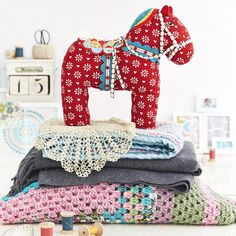 This Dala Horse is just about the cutest thing EVER!  I'm pretty sure I'm going to have to make one :) Dala Horse by Jo Avery of My Bear Paw for Issue 15 of Love Patchwork & Quilting magazine