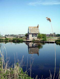 Topsham Lock-keeper's Cottage, Exeter Ship Canal, Devon by maisonburke, Devon Uk, South Devon, Devon And Cornwall, Devon England, Visit England, Oxford England, Cornwall England, Yorkshire England, Yorkshire Dales