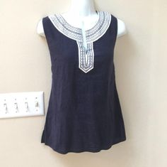 Super Cute Yolked Navy  Linen Blend Embroidered Shirt Blouse Medium 8 10 Tunic.  Priced to Sell.