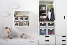 SLÄKTING sirve de caja independiente para guardar ropa o pequeños objetos de niños.