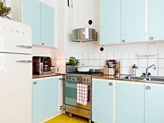 mackapär: Yellow floors