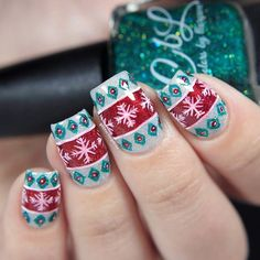 Ugly (but so pretty!) Christmas sweater nails by @glitterfingersss!