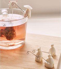 Go fishing in the evening tea waters. Eine Runde angeln im abendlichen Tee-Gewässer. Go fishing in the evening tea waters. Clay Projects, Clay Crafts, Diy And Crafts, Diy Fimo, Fimo Clay, Tea Holder, Bag Holders, Biscuit, Tea Infuser