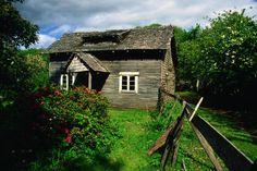 Chilean dwelling near Pucon - La Araucania