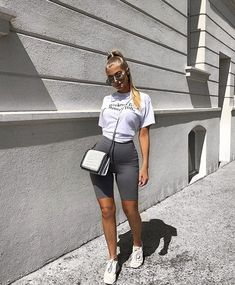 52 Wonderful Bermuda Shorts Ideas For This Winter - clothes / style - Biker Shorts Best Casual Outfits, Short Outfits, Beach Outfits, Sexy Outfits, Mode Outfits, Fashion Outfits, Fashion Fashion, Look Legging, Mode Instagram