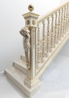 Лестничный столб украшенный резным кронштейном KR-031