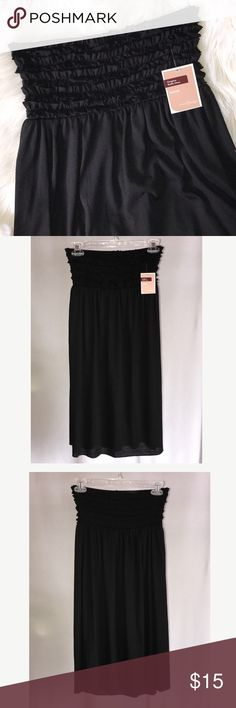 """NWT Black Shirred Ruffled Stretch Dress Cover Up M New with tags.  Black stretchy knit Strapless dress.  Shirred Ruffles across bodice.  Elastic in back.  Makes cute swim cover up or casual dress.  Size Medium.   Laying flat (not stretched) 12"""", length 28.5"""". 65% polyester/35% rayon.   Machine Wash cold. West Loop Dresses Strapless"""