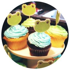 Frog baby shower cupcakes.