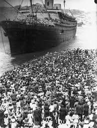Crowd farewelling troopship Nieuw Amsterdam carrying soldiers of the Reinforcements, Wellington, 7 April Photograph taken by Charles P S Boyer. Greek History, Us History, Family History, Old Photos, Vintage Photos, Greece Photography, Holland America Line, Athens Greece, Crete