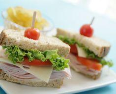 Sanduíche é ótimo para matar aquela fominha que surge no meio da tarde (Foto: Thinkstock)