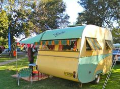 camping in this darling camper Tiny Trailers, Vintage Campers Trailers, Retro Campers, Vintage Caravans, Camper Trailers, Happy Campers, Cool Campers, Rv Campers, Camper Life