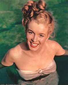 """Marilyn Monroe photographed by Richard Miller, I said to Norma Jeane: """"Sit on the highway, it represents Life!"""" It all started here, in Norma Jeane. Marylin Monroe, Joven Marilyn Monroe, Marilyn Monroe Fotos, Young Marilyn Monroe, Divas, Classic Hollywood, Old Hollywood, Pin Up, Greta"""
