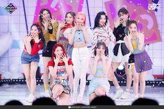 Kpop Girl Groups, Korean Girl Groups, Kpop Girls, Lee Seo Yeon, Nayeon, South Korean Girls, Cool Outfits, Idol, Bias Wrecker