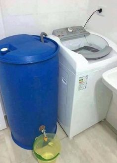 Re-use washing machine water Diy Rangement, Water Collection, Rain Barrel, Water Storage, Laundry Room Design, Home Hacks, Home Organization, Home Projects, Ideas Para
