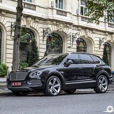 Looking mighty impressive! The #Bentley #Bentayga! Spotted in #Paris…