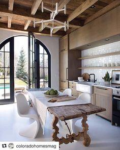 """Páči sa mi to: 20, komentáre: 3 – Alvarez Morris Arch Studio (@alvarezmorris) na Instagrame: """"#kitchen for #poolhouse repost from @coloradohomesmag @aspenleafkitchens"""""""