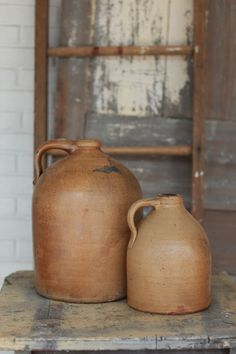 lovely crocks/ jugs, we say in Tennessee. Antique Crocks, Old Crocks, Antique Stoneware, Stoneware Crocks, Antique Pottery, Earthenware, Primitive Furniture, Primitive Antiques, Primitive Decor