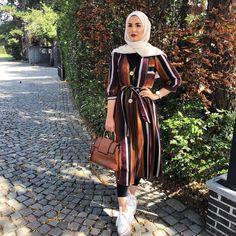 Hijab style 2019 – just trendy girls on we heart it Hijab Fashion Summer, Modern Hijab Fashion, Street Hijab Fashion, Muslim Fashion, Modest Fashion, Fashion Outfits, Fashion Muslimah, Abaya Fashion, Stylish Hijab