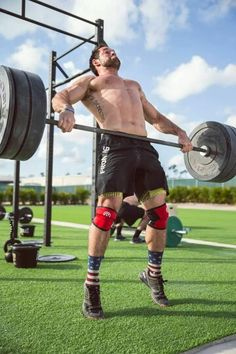 Here are the 5 Best CrossFit Shoes to look Sharp at the gym - Outdoor Click Froning Crossfit, Crossfit Men, Crossfit Shoes, Crossfit Athletes, Rich Froning, Planning Your Day, Muscle Groups, Yoga, Muscle Mass