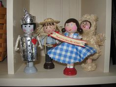 Well aren't these Wizard of Oz clothespin dolls just stinkin precious?