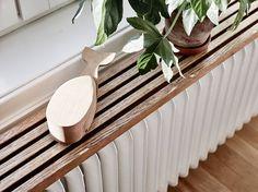 diy radiator-shelf-made-wood-slats-for-chic-and-natural-room-design – fresHouse Radiator Shelf, Radiator Cover, Painted Radiator, Radiator Ideas, Home Radiators, Painting Radiators, Ideas Habitaciones, Doors And Floors, Old Wooden Doors