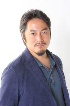 ゲスト◇星野秀樹(Hideki Hoshino)1971年4月30日生まれ。福岡県出身。東京都立大学大学院理学研究科を卒業後、フリーランスで自主映画制作を開始。2001年にプロデュースしたインディーズムービー『Peach』(大塚祐吉監督)が、LAIFF in JAPANにて大賞受賞、LAIFF特別招待、キノタヴル映画祭で大賞受賞、ソチ国際映画祭招待、ハワイ国際映画祭に招待されるなど注目を集める。その 後、映画を中心にプロデューサー、ラインプロデューサーとして活躍。『四十九日のレシピ』(13/タナダユキ監督)、『銀の匙 Silver Spoon』(14/吉田恵輔監督)など。2010年『海炭市叙景』(10/熊切和嘉監督)に続き、佐藤泰志原作の函館三部作第二弾『そこのみにて光輝く』(14/呉美保監督)をプロ デュース、最新作は三部作最終章『オーバー・フェンス』(16/山下敦弘監督)を2015年制作予定。関わった作品の多くが国内外の映画祭で高い評価を受けている。