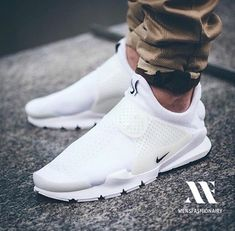 Yes or No❓ Follow @classydapper - @taylorswift  @kendalljenner @cristiano @katyperry @selenagomez @treysongz @kyliejenner @instagram  @khloekardashian @kingjames @arianagrande Nike Sock Dart, High Shoes, Sneakers Fashion, New Sneakers, Sneakers Nike, Fashion Shoes, White Sneakers, Formal Shoes, Casual Shoes