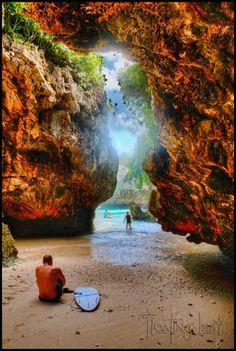 Bali-cave-surf-uluwatu-sun