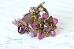 Lucite Flower Earrings Vintage Style Earrings by SahetahsJewelry