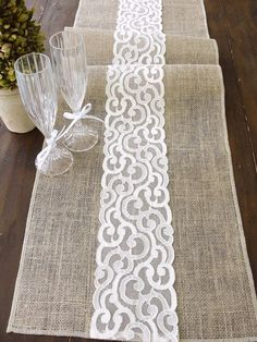 Tablerunners burlap with lace