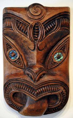 Traditional Maori carving by Thomas Hansen