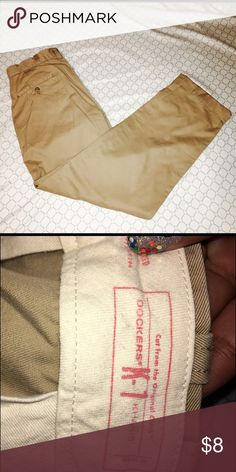 Men's Dockers Khaki Pants  GREAT CONDITION. Cotton Twill. Cuff on Bottom.  Dockers Pants Chinos & Khakis